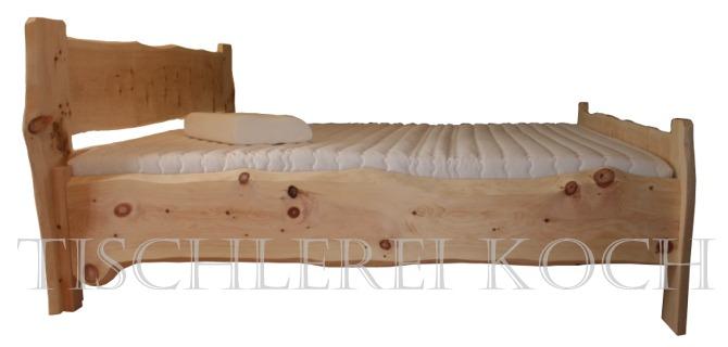 Treppenstufen Holz Behandeln ~ Zirben Bett  Massivholzbett aus Zirbenholz mit Baumkante  Unikat